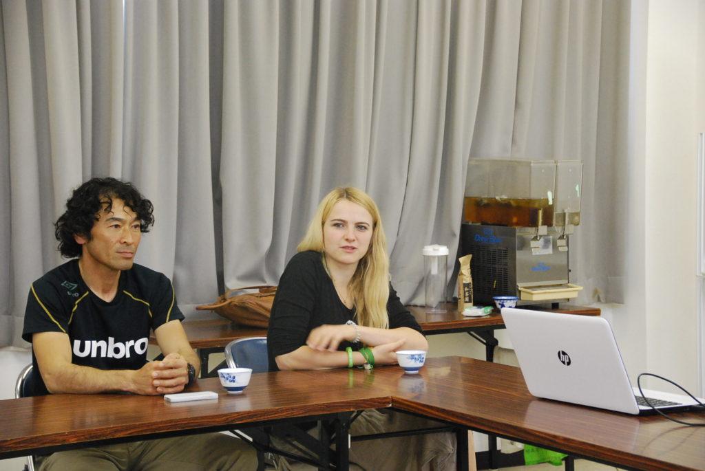 喜多さんのおぶぶ茶苑に来られている海外インターン生の皆様もお手伝い。